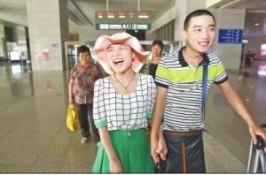 癌症女孩冯莹康复良好从京返郑州