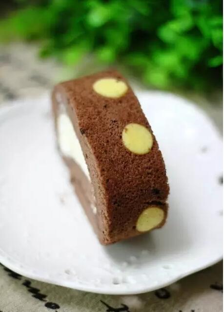 巧克力口味的奶油蛋糕卷,吃了还想吃