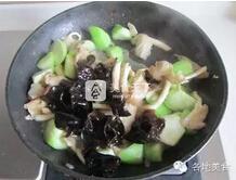丝瓜蘑菇炒鸡蛋